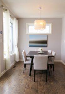 Beispielbild eines möblierten Esszimmers. Vermiete deine Wohnung möbliert um deine Mieteinnahmen zu erhöhen.
