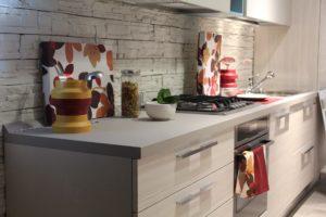 Beispielbild einer Einbauküche. Baue eine Einbauküche ein um deine Mieteinnahmen zu erhöhen.