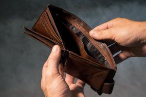 Fällt es dir schwer regelmäßig Geld zu sparen? Dann sind Immobilien eine perfekte Sparform für dich, da du bei durch ein Immobilien-Investment gezwungen wirst einen Teil deines Geldes zu sparen.