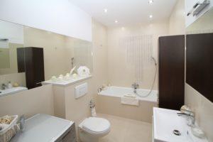Foto eines Badezimmers. Ein gutes Beispiel für den Unterschied zwischen Sondereigentum und Gemeinschaftseigentum