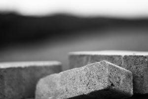 Einer der Nachteile von Erbpacht-Immobilien: Dir gehören zwar die Steine des Hauses, aber nicht das Grundstück auf dem die Immobilie seht.