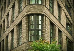 Was ist eine gute Rendite bei Immobilien? Grundsätzlich solltest du nur Immobilien kaufen, die mindestens vier Prozent Rendite erwirtschaften.