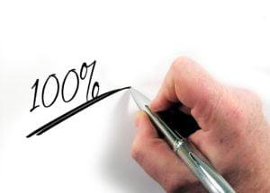 Grob überschlagen kannst du damit rechnen, dass du von der Bank für dein Immobilien-Investment das 100-fache deines monatlichen Nettoeinkommens als Kredit für deine Kapitalanlage-Immobilie bekommst.