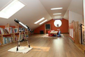 Baust du den Dachboden in einer Immobilie aus, sodass man dort Wohnen kann, schaffst du Wohnraum. Dein Ausbau ist daher eine Modernisierung im Sinne von § 555b BGB.