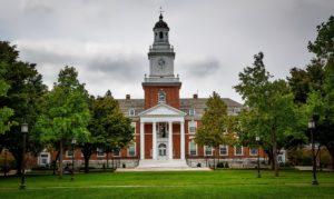Eine Universität ist für mich ein essenzieller Faktor bei der Standort-Auswahl: Als Immobilien-Investor interessieren mich nur Städte, die eine Universität haben.