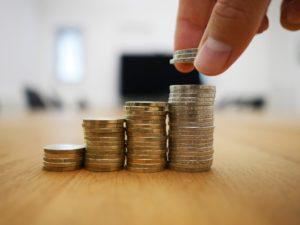 Erzielen deine Immobilien einen positiven Cashflow, kannst du theoretisch beliebig viel passives Einkommen generieren und so deine finanzielle Freiheit mit Immobilien erreichen!