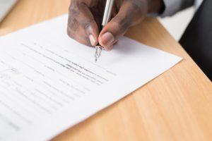 Der letzte Schritt: Die Unterzeichnung des Kaufvertrages.