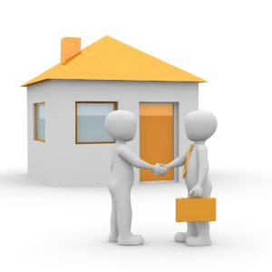 Hast du eine interessante Immobilie gefunden, nimm' schnell Kontakt mit dem Makler auf. Er gibt dir mehr als nur einen Besichtigungstermin. Er kann dir auch viele interessante und wichtige Informationen zum Verkäufer und zum Zustand der Wohnung geben. Versuche alle für dich relevanten Fragen und Unterlagen schon vor dem Besichtigungstermin zu bekommen und zu klären, sodass du später, falls es nötig wird, schnell verbindlich zusagen kannst. Der Makler kann zusätzlich deine Ansprechperson sein wenn du Fragen hast wie der Immobilienkauf in Deutschland abläuft.