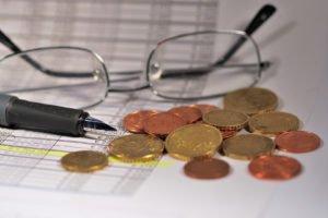 Durch die AfA (Absetzung für Abnutzung) kannst du bei vermieteten Immobilien einiges an Geld sparen.