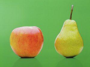 Nutzt du das Vergleichswertverfahren, um den Wert einer Immobilie zu berechnen, musst du aufpassen, dass du nicht Äpfel mit Birnen vergleichst. Auch normale Eigentumswohnungen sind nur sehr begrenzt eins-zu-eins miteinander vergleichbar.