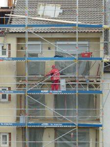 Sonderumlagen werden meist für größere Sanierungsmaßnahmen beschlossen, wie zum Beispiel arbeiten an der Fassade oder dem Dach.