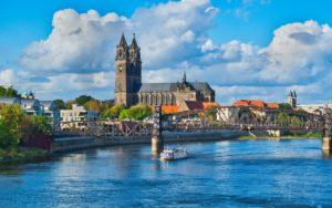 Magdeburg ist ein gutes Beispiel für eine C-Lage in Deutschland. Die Stadt hat durch ihren Status als Landeshauptstadt eine gewisse Wichtigkeit, aber es gibt in der Stadt auch eine Arbeitslosigkeit von 7% und eine Leerstandsquote von Wohnimmobilien von 10%. Größte Arbeitgeber sind die Deutsche Bahn, die Universität und die Edeka Märkte.